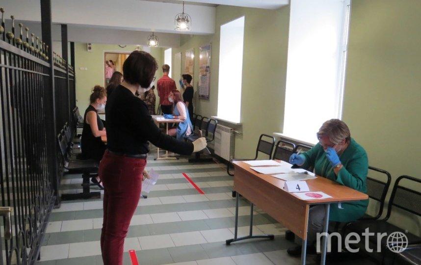 участники ЕГЭ соблюдали дистанцию. Фото k-obr.spb.ru.
