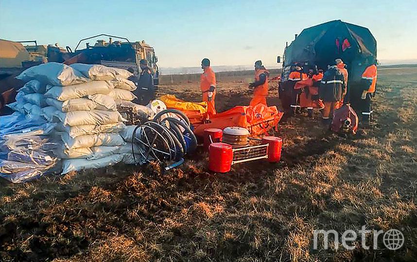 За сутки объемы собранной топливно-водяной смеси увеличились на 96 кубометров и достигли 33,4 тыс. кубометров. Фото AFP