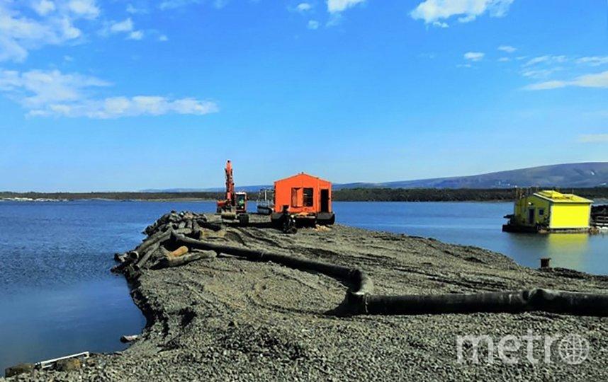 8 июля в Норильске завершили активные работы по сбору грунта на месте разлива ГСМ. Фото AFP