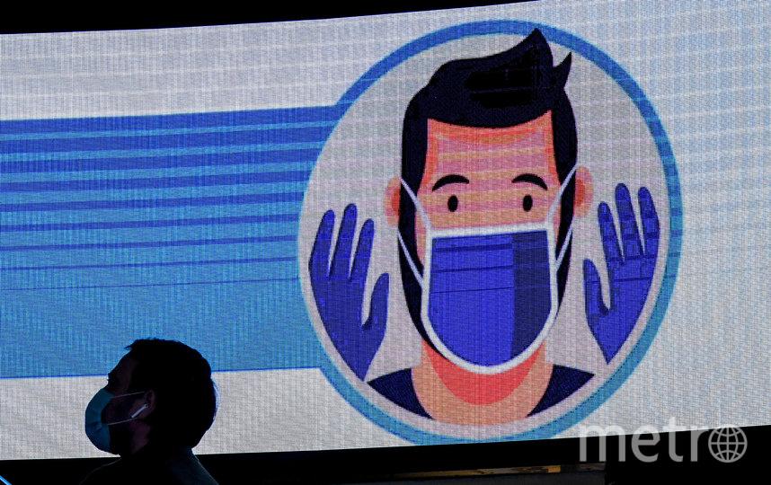 До сих пор специалисты ВОЗ утверждали, что вирус передаётся только через капли, которые заболевший выделяет во время кашля и чихания. Фото AFP
