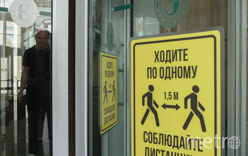"""В залах разметок не будет. О том, что необходимо соблюдать дистанцию, гостям напомнят на улице и при входе в Эрмитаж. Фото Алена Бобрович, """"Metro"""""""