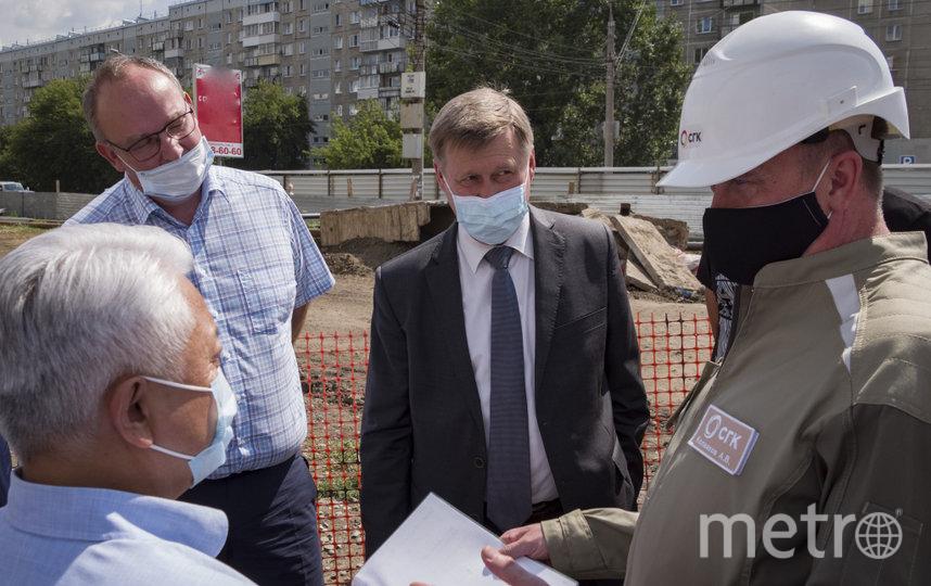 На фото (слева направо): начальник департамента энергетики, жилищного и коммунального хозяйства Новосибирска Дмитрий Перязев, Анатолий Локоть, Андрей Колмаков.