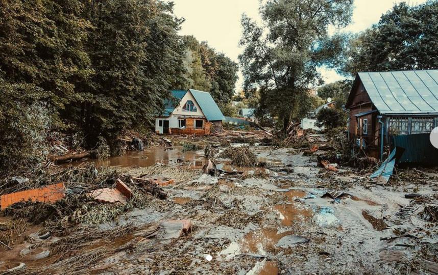 Фото @kolianikolai_ В Рузе река смыла два дома и хозпостройку. Фото Instagram @ruza_life