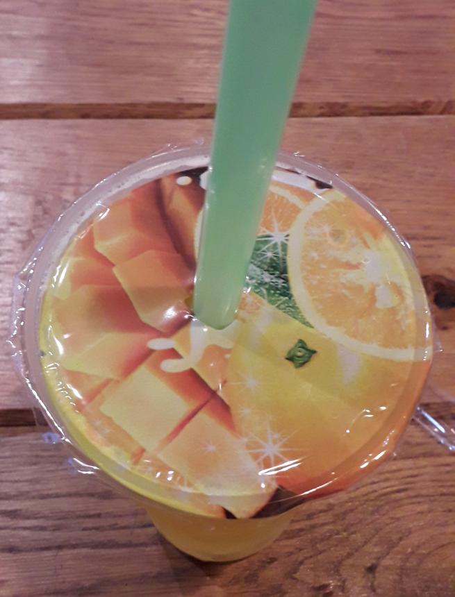 """Чайный коктейль с ягодами личи. Фото Мария Позина, """"Metro"""""""