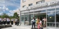Петербургскую тройню у роддома встречали с оркестром: фото, видео