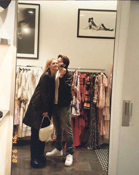 """Возлюбленные Бруклин Бекхэм и Никола Пельтц. Фото Скриншот Instagram: @brooklynbeckham, """"Metro"""""""