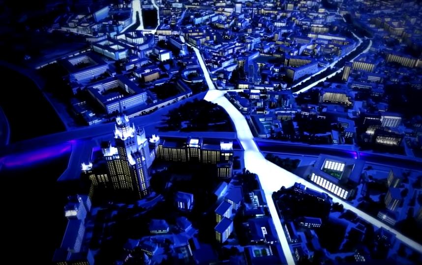 Дома в макете не приклеены, а вставлены в подмакетники. Это позволяет заменить их на любом участке в соответствии с существующим архитектурным обликом столицы. Фото mos.ru