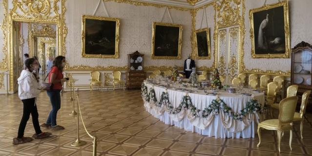 Екатерининский дворец принял первых посетителей.