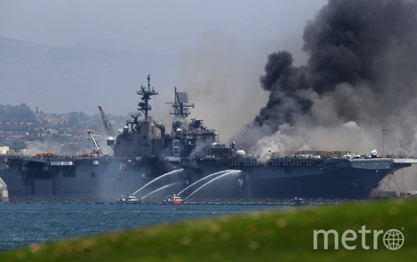 Пожар на десантном корабле вспыхнул в воскресенье 12 июля около 8:30 утра. Фото AFP