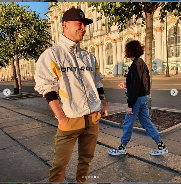 "Роман Билык спел и погулял в Петербурге. Фото https://www.instagram.com/romanbilyk/, ""Metro"""