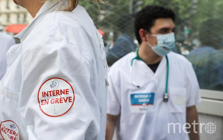 Многие медицинские работники приняли участие в акциях протеста, требуя увеличения зарплаты и улучшения условий труда. Фото AFP