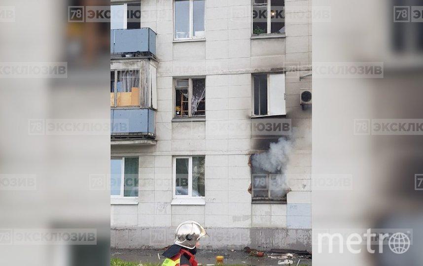 """Крупный пожар на Краснопутиловской улице в Петербурге. Фото 78 канал, """"Metro"""""""