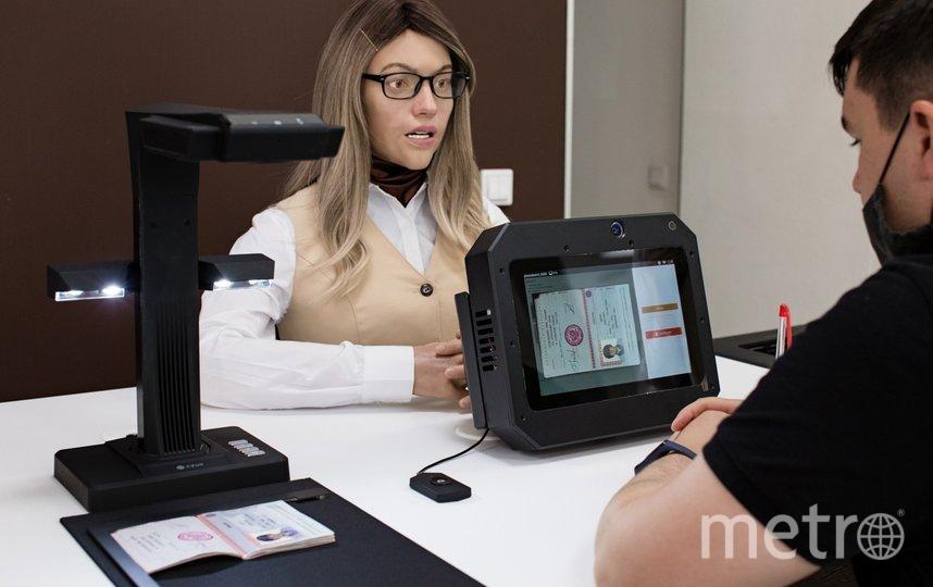 Робот только сканирует документы, формирует заявления и отправляет их в электронную систему МФЦ. Фото фото предоставлено компанией Promobot