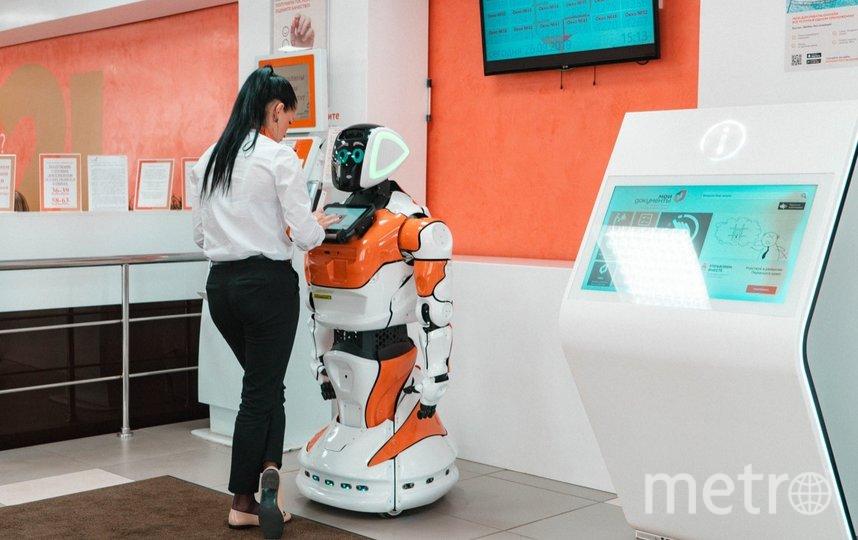 Первый робот и сейчас трудится на ресепшен пермского МФЦ. Фото фото предоставлено компанией Promobot