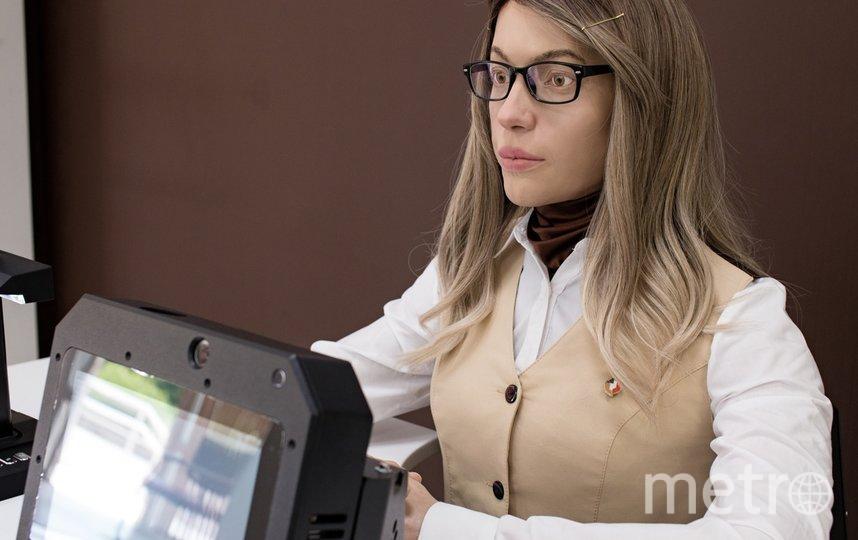 Искусственный интеллект проанализировал внешность нескольких тысяч российских женщин и создал обобщённый образ: девушка с русыми волосами и карими глазами. Фото фото предоставлено компанией Promobot