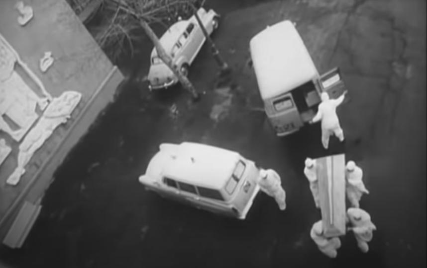 """Фильм """"В город пришла беда"""", рассказывающий о вспышке оспы в Москве, начинается с эпизода похорон художника Кокорекина на Донском кладбище. Фото Скриншот Youtube"""