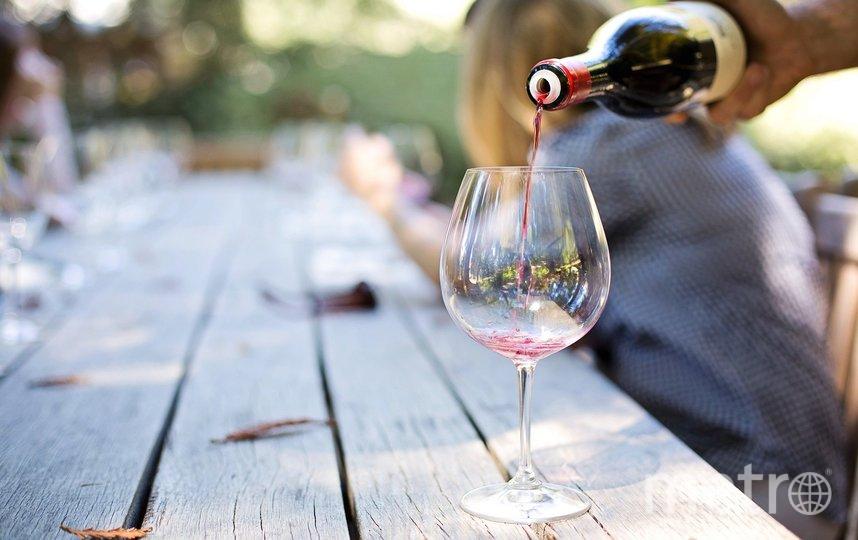 К шашлыку подойдёт красное вино из сорта винограда Саперави или автохтонный Красностоп. Фото Pixabay