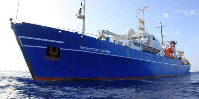 """Научно-исследовательское судно """"Профессор Логачев""""."""