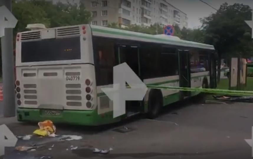 Появилось видео с места аварии с автобусом на юго-востоке Москвы. Фото скриншот с видео РЕН ТВ