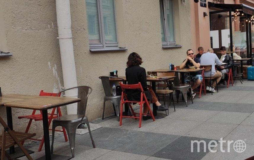 В ходе рейды изъяли столы и стулья. Фото gov.spb.ru/gov/otrasl/kki/.