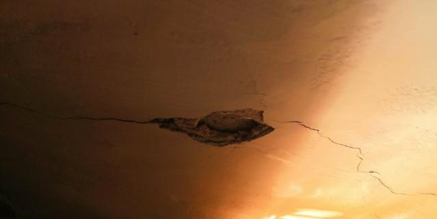 Уже два года жители доходного дома Наумовой на Стремянной улице ведут настоящую войну с собственником подвального помещения 2-H Марком Артемичевым.