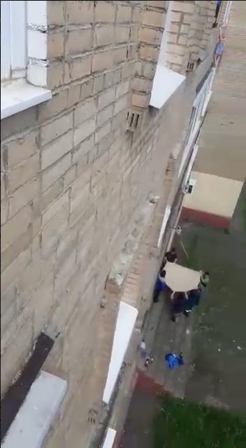 """Спасение девочки. Фото Скриншот с видео телеграм-канала """"Подъём"""""""