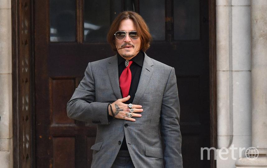 Джонни Депп у здания суда в Лондоне. Фото AFP