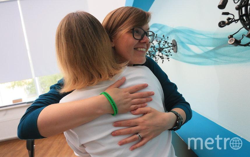Ольга Олейник рада возможности снова обнимать коллег, которые тоже выбирают зелёные браслеты. Фото Василий Кузьмичёнок