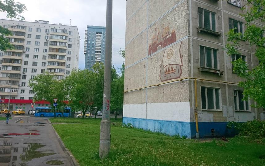Жители Бутырского района уверены, что панно можно сохранить при сносе объекта. Фото предоставлено героями материала