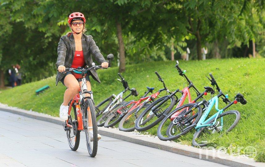 Для Ольги очень важны запахи, и в 34 года велосипед открыл ей город с этой точки зрения. Фото Василий Кузьмичёнок
