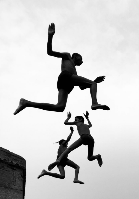 """Dimpy Bhalotia """"Мальчишки в полете"""". Фото https://www.ippawards.com/2020-winners-POTY/, """"Metro"""""""