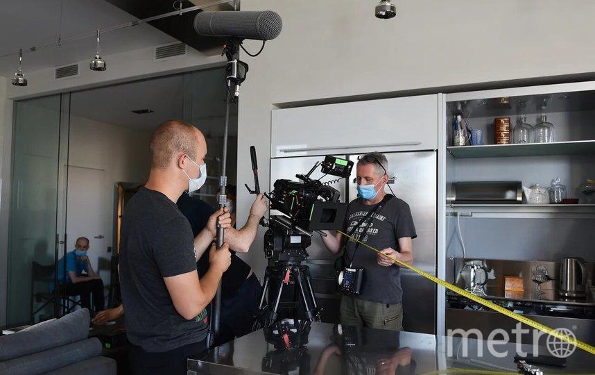Съёмочной группе приходится работать в масках. Фото PR «Киностудия КИТ»