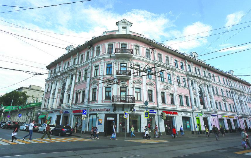 Дом Рахмановых находится на пересечении Бауманской и Бакунинской улиц. Фото Василий Кузьмичёнок