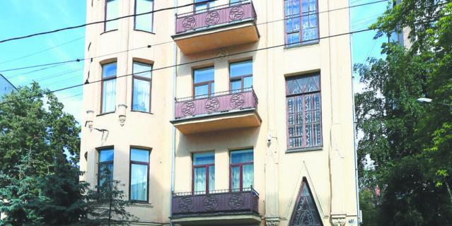 Сейчас дом Фролова – жилой, на каждом этаже – по одной квартире.