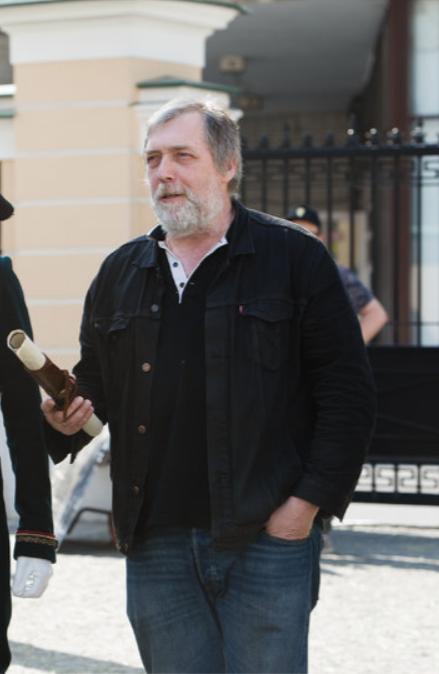 Сын поэта Никита Высоцкий. Фото скриншот Первый канал