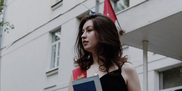Мария, выпускница школы 2086.