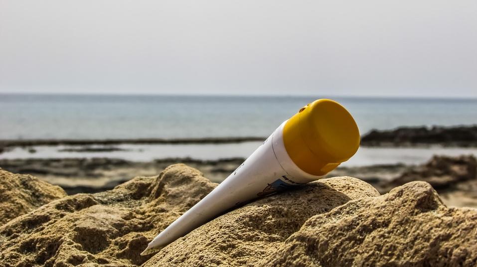 Эксперты советуют выбирать те солнцезащитные средства, которые содержат оксид цинка или двуокись титана. Фото pixabay.com
