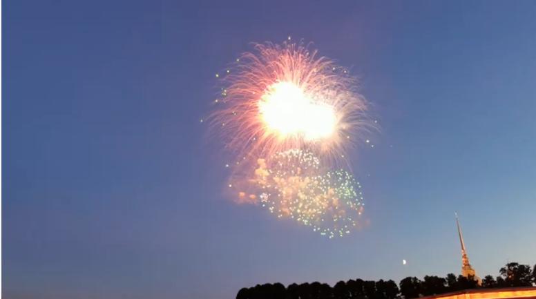 Салют в День ВМФ. Фото Скриншот Youtube