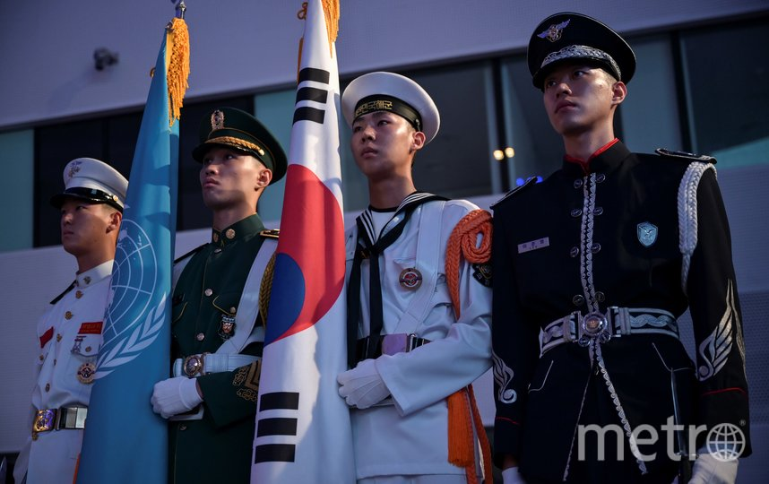 Южнокорейские солдаты во время торжественной церемонии по случаю 67 годовщины подписания соглашения. Фото AFP
