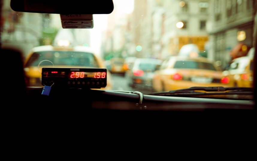 По данным операторов, тарифы на обслуживаемые роботами-водителями поездки, будут ниже действующих. Архивное фото. Фото pixabay.com