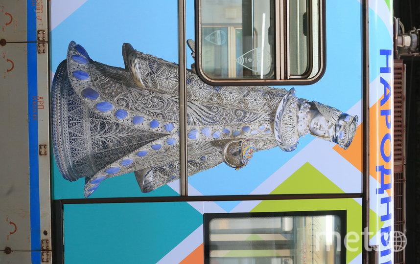 Поезд, посвящённый народным промыслам России, будет курсировать по Арбатско-Покровской линии метро. Фото Василий Кузьмичёнок
