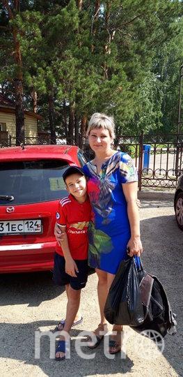 Мария, её сын и тот самый автомобиль. Фото предоставила Мария Петрушенко