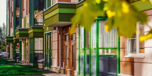 Вход на уровне земли становится стандартом в современных жилых комплексах.