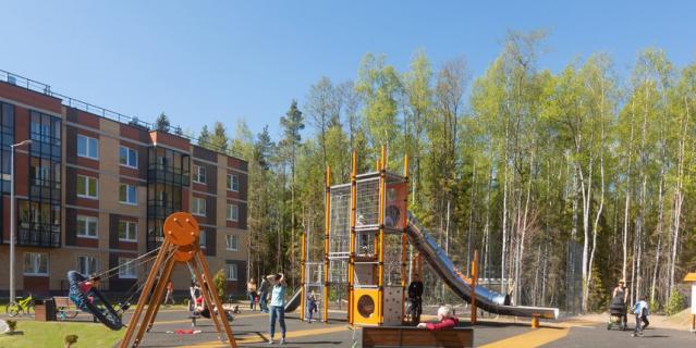Детские площадки должны быть безопасны и интересны детям разного возраста.