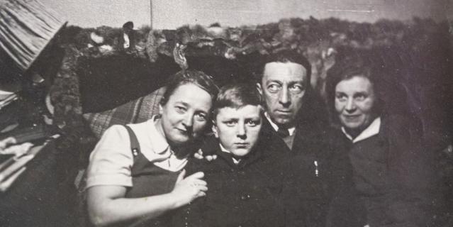 1950-е годы. Георгий и Павел Энгельке с родственниками.
