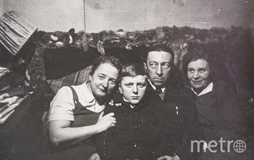 """1950-е годы. Георгий и Павел Энгельке с родственниками. Фото предоставлены Георгием Энгельке, """"Metro"""""""