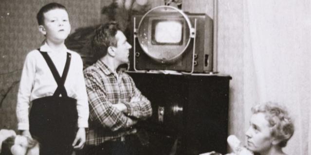 После войны. Отец и сын Энгельке в своей квартире на 6-й Советской в Ленинграде. Из этой квартиры Павел Энгельке ушёл на фронт, здесь семья прожила первые месяцы блокады.