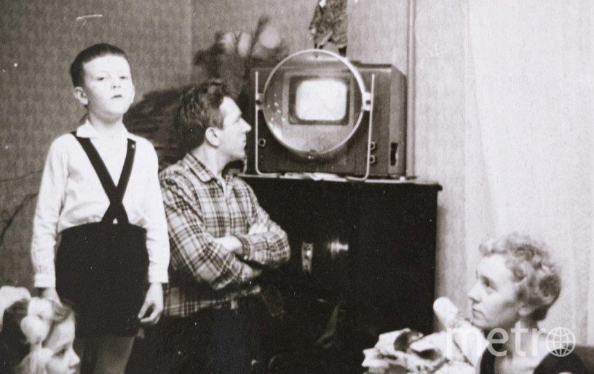 """После войны. Отец и сын Энгельке в своей квартире на 6-й Советской в Ленинграде. Из этой квартиры Павел Энгельке ушёл на фронт, здесь семья прожила первые месяцы блокады. Фото предоставлены Георгием Энгельке, """"Metro"""""""