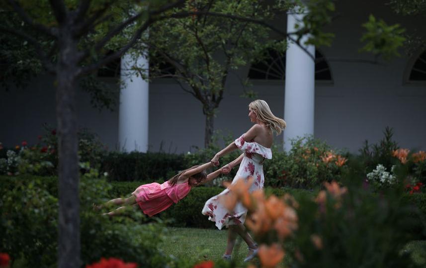Иванка с дочерью в Розовом саду. Архивное фото. Фото Getty