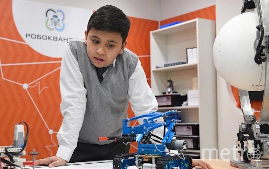 """Мальчик в классе робототехники в технологическом парке """"Мосгормаш"""". Архивное фото. Фото РИА Новости"""